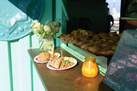 Dégustation de streetfood sur le marché de Copenhague